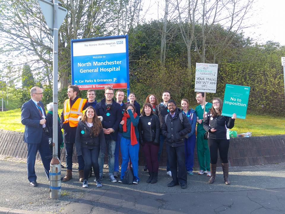 Pickets at North Manchester General Hospital. Some doctors striking for the first time. More hoots from cars and support from the public too. (Photo: Ian Allinson)
